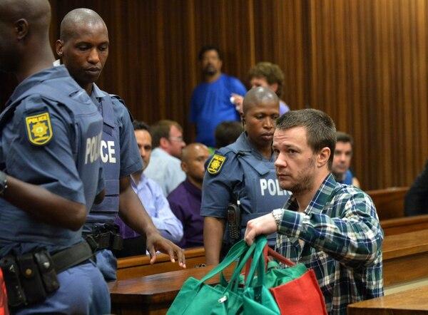 En la imagen aparece Johan Pretorius, uno de los 20 extremistas de derecha, quien fue condenado este martes a 35 años de prisión por atentar contra la vida del expresidente Nelson Mandela.