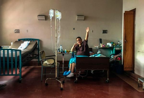 Las condiciones en un salón del Hospital Universitario de Caracas muestran el gran deterioro.