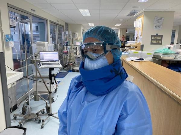 Carol Díaz Calderón, enfermera del Hospital México, tiene 35 años y los últimos 11 los ha dedicado a laborar en ese centro de salud. Foto: CCSS para LN