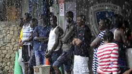 Gobierno corre para evitar emergencia sanitaria con africanos