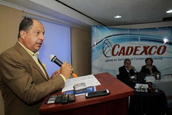 El candidato presidencial del PAC, Luis Guillermo Solís, habló este miércoles frente a los empresarios exportadores afiliados a Cadexco.