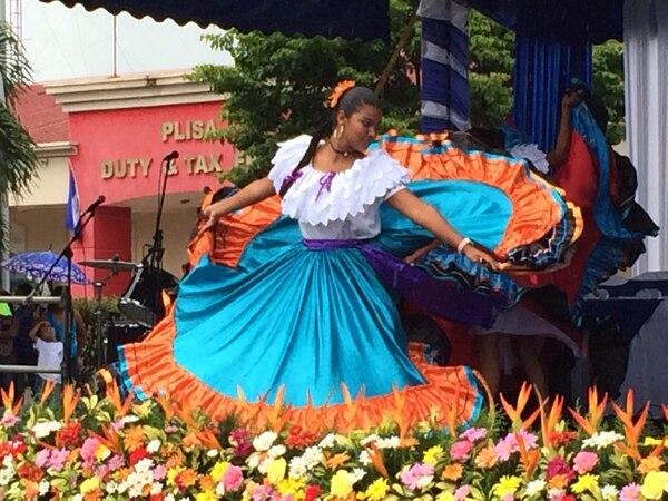 La música tradicional de Nicaragua puso a bailar y a aplaudir a las autoridades de Educación y a los alumnos nicaragüenses que, con gritos y banderas de su país apoyaron las presentaciones culturales.