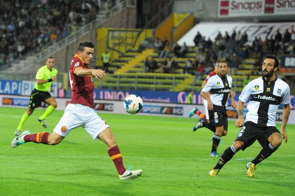 Alessandro Fiorenzi anotó uno de los goles en la victoria de la Roma.