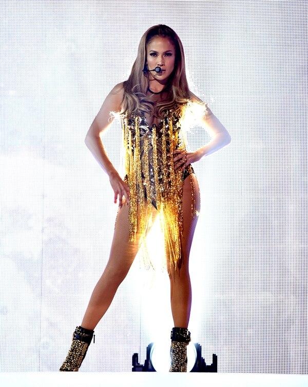 Jennifer López se caracteriza por vestir de una manera sensual en sus conciertos.