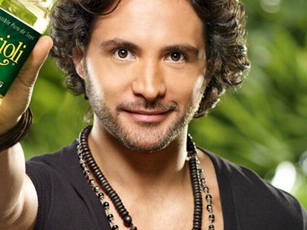 El instructor de yoga Alejandro Maldonado está en Costa Rica