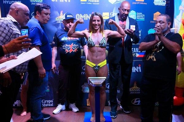 Yokasta Valle no tuvo problemas para dar el peso para la pelea de este sábado, donde realizará la primera defensa de su título mundial frente a la filipina Carleans Rivas. Fotografía: Rafael Pacheco