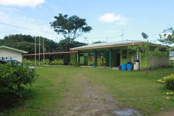 El docente acusado tenía varios años de laborar en el Liceo Rural La Perla, Siquirres.   ALEJANDRO NERDRICK.