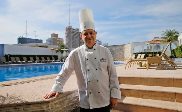 Emilio Valverde será el chef de la Selección Nacional en el Mundial Brasil 2014. Aquí en el hotel Mendes Plaza, cuartel general de la Tricolor en Santos.