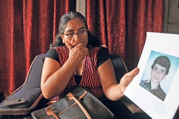 Angela Potosme, madre de Francisco Sánchez, alias Panchito, mostró hace dos años un retrato de cómo sería su hijo. | ARCHIVO JEFREY ARGUEDAS