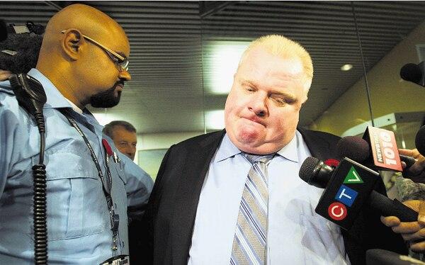Medios de todo el mundo han seguido la historia del alcalde que se excede en beber y usa crack.
