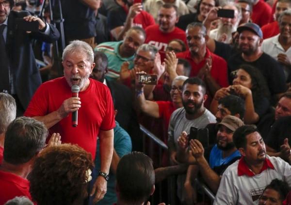 El exmandatario Luiz Inácio Lula da Silva hablaba a simpatizantes en un mitin en Sao Bernardo do Campo, Sao Paulo, este miércoles 24 de enero del 2018.
