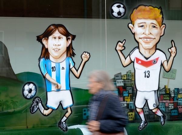 Las ventanas en Frankfurt están adornadas con caricaturas. | EFE