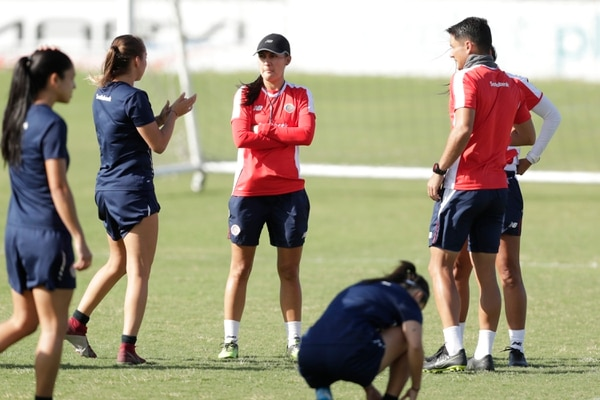 Amelia Valverde (centro) durante un entrenamiento de la Selección Nacional en el Proyecto Gol. Fotografía José Cordero