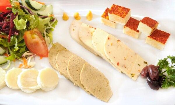 Neshuma ofrece quesos en sus platillos y en venta. Eyleen Vargas.
