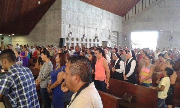 Fieles y religiosos acudieron a la misa de bienvenida al nuevo obispo de Limón, Javier Gerardo Román Arias.
