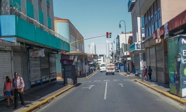 El corazón de San José este domingo de elecciones a media mañana. La menor asistencia de electores se ha manifestado en las últimas seis votaciones y se acentuaba cuando hay segunda ronda. La tendencia al alza ahora cambió. Foto José Cordero