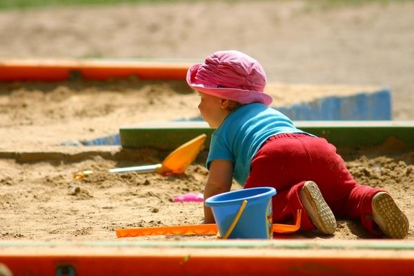 Luego de cumplir su primer año, los niños deben realizar al menos 180 minutos de actividad física durante el día; esto se hace en intervalos y en medio de actividades más sedentarias. Fotografía: freeimages.com