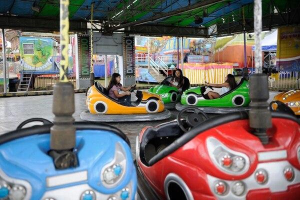 En el campo ferial de Palmares habrán distribuidas 17 atracciones mecánicas de Ciudad Mágica. Fotografía: Rafael Murillo.