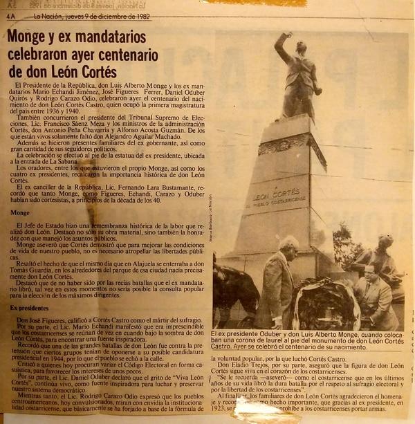 En 1982, Luis Alberto Monge y algunos exmandatarios costarricenses acudieron al Monumento en el centenario del nacimiento de León Cortés. Foto: Archivo LN.