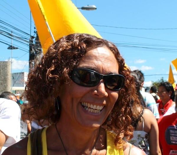 """Patricia Mora, candidata a diputada por San José: """"Nos unen enormes lazos de amor entre nosotros, es un partido que no conoce de triquiñuelas, de suciedades, no tenemos dinero, pero sí un enorme amor""""."""
