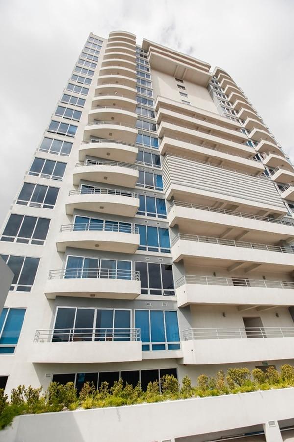 Torres Paseo Colón, el edificio más alto del país, es uno de los más recientes condominios verticales. Grupo Inmobiliario Del Parque comenzó este mes la construcción de un segundo edificio en este lugar.   JORGE ARCE.