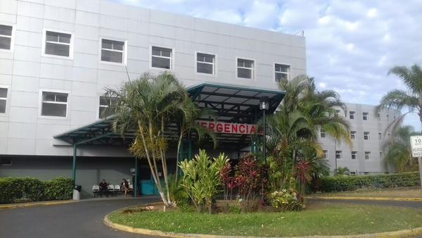 Cerca de las 11:54 a. m. de este martes, la Cruz Roja trasladó al menor, en estado crítico, de la clínica de esta localidad al Hospital San Rafael de Alajuela. Foto: Shirley Vásquez