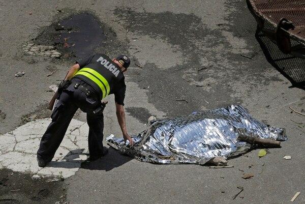 Las autoridades estiman que el hombre encontrado tiene entre 50 y 65 años. Además, indagan si es de la zona. | ALBERT MARÍN.