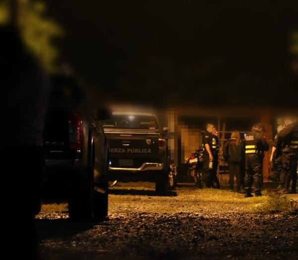 La Policía custodió el hallazgo de un joven asesinado en Jiménez de Pococí. Foto suministrada por Reyner Montero