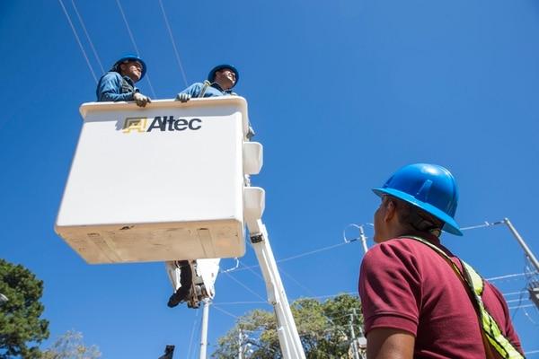 Los trabajos de instalación de luces y figuras decorativas comienzan desde el mes de octubre. Fotografía: Alejandro Gamboa Madrigal