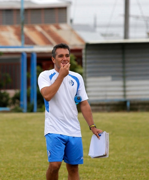 Diego Giacone, asistente de Cartaginés. | RAFAEL PACHECO