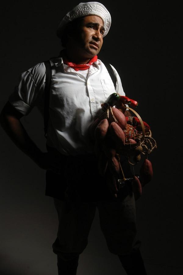 Camaleónico Meléndez dio vida a múltiples personajes de la cultura popular costarricense, entre ellos a José Amtoñio Suolorsano, un humilde campesino que en ocasiones llevó su humor al programa Buen día . Priscilla Mora/archivo