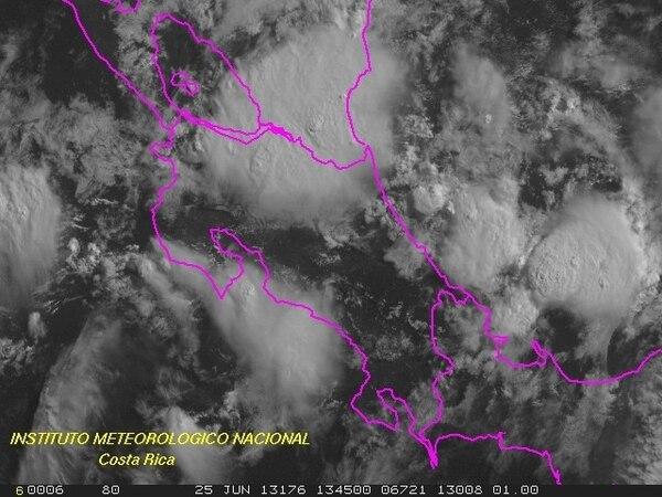 La imagen de satélite mostró a las 8:30 a.m. de hoy martes la fuerte nubosidad. | TOMADA DEL IMN