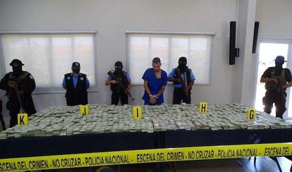 La Policía Nacional de Nicaragua mostró este jueves al detenido y el dinero decomisado. Foto Policía Nacional de Nicaragua