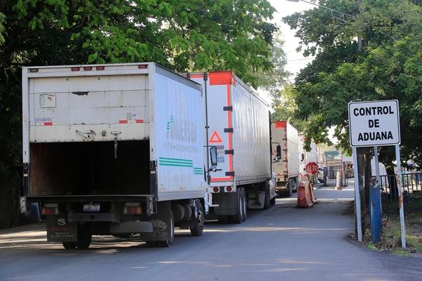 A eso de las 2 p. m. de este 30 de abril y tras el acuerdo regional, se levantó un bloqueo que transportistas extranjeros mantenían en el puesto de Peñas Blancas, frontera con Nicaragua. Foto: Rafael Pacheco/Archivo GN