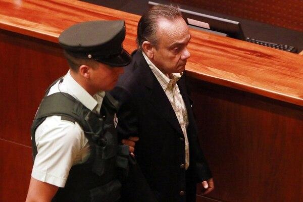 El exgerente general de Penta Hugo Bravo salió custodiado. | EFE
