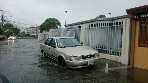 En Tibás algunas calles se vieron afectadas por las fuertes lluvias.