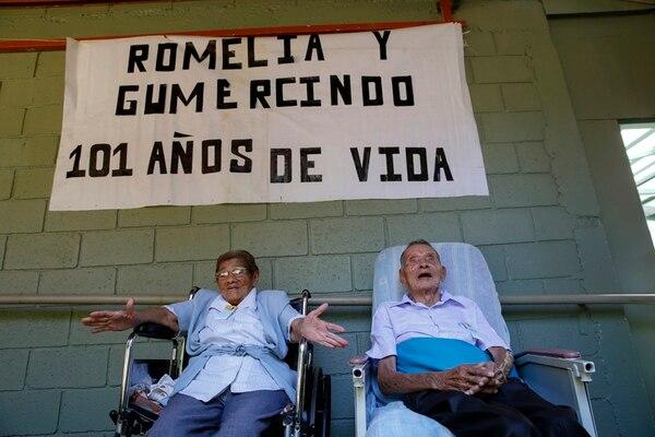 Gumercindo Chaves y Romelia Alfaro se vistieron de fiesta para la ocasión. | MAYELA LÓPEZ