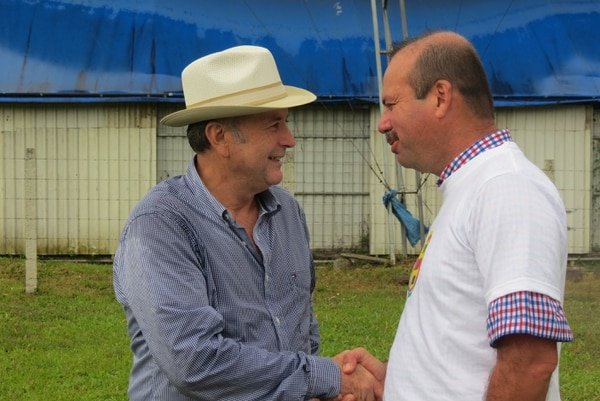 Ottón Solís, diputado y fundador del PAC, acompañó al exdiputado Manrique Oviedo en su presentación de candidatura para la alcaldía de San Carlos.