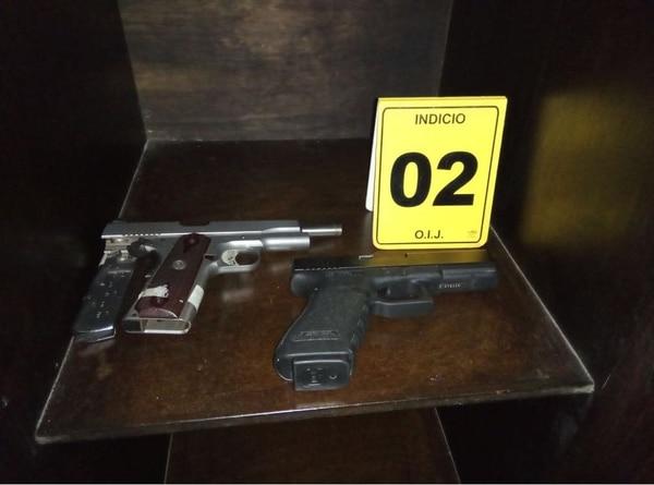 Armas de fuego son parte de lo decomisado por el OIJ en Cieneguita de Limón. Foto: OIJ para LN