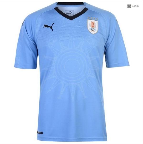 El uniforme de Uruguay logra combinar su estilo tradicional con un toque  artístico 96d2a63a47719