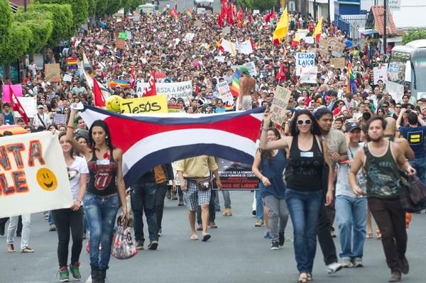 En los últimos años han sido constantes las manifestaciones de grupos pro diversidad sexual, exigiendo derechos civiles, como sucedió en junio del 2012 en la avenida segunda.   ARCHIVO