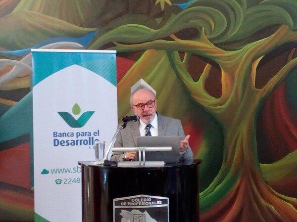 El investigador Miguel Gutiérrez Saxe presentó un análisis en el cual concluye que el Sistema de Banca para el Desarrollo se logró desentrabar, pero advirtió que necesita llegar a más población meta.
