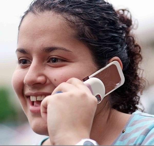 Los diestros suelen tener el centro del hable en el hemisferio cerebral izquierdo y suelen tomar el celular con la derecha.