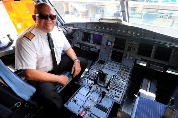 El capitán Fabio Gamboa tuvo la oportunidad de compartir cabina en distintos vuelos de Avianca con su hijo, quien también es piloto. Foto: Rafael Pacheco