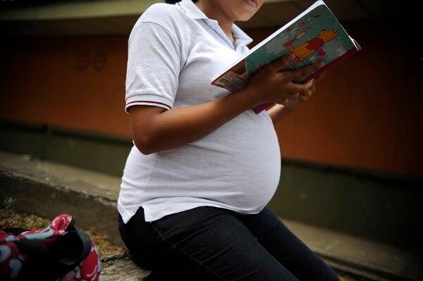 En los últimos ocho años, casi 45.000 mujeres con edades entre 11 y 17 años se han convertido en madres. Según registros, 13.700 se casaron con hombres mayores de edad, con el consentimiento de uno de los padres de la menor. | FOTO CON FINES ILUSTRATIVOS /JONATHAN JIMÉNEZ