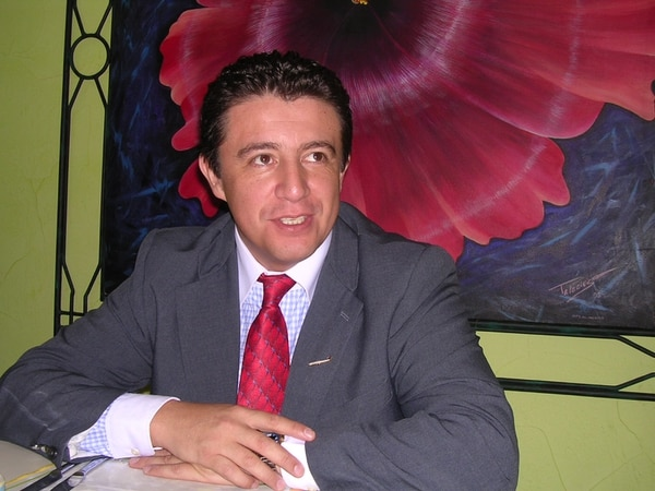 Para guiar equipos se debe tener capacidad para escuchar, afirma Miguel López, director de Aden International Business School.