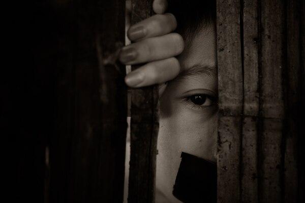 Las víctimas de trata de personas se ven envueltas en situaciones que vulneran sus derechos humanos. Foto ilustrativa: Shutterstock.