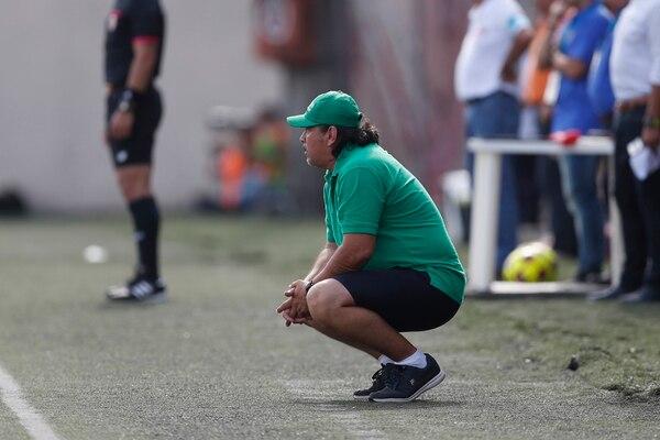 Horacio Esquivel lució pensativo en el duelo que su equipo perdió ante Santos.