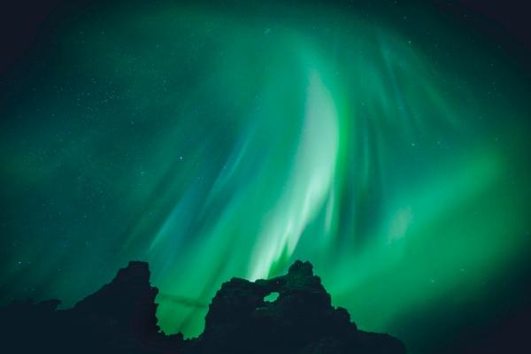 El fenómeno de la aurora boreal es un fenómeno visible entre setiembre y marzo, en países del hemisferio norte como Islandia.