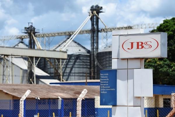 Temer habría hablado con uno de los duelos de la empresa JBS para supuesto aval de pago a un diputado preso, con el fin de comprar su silencio.